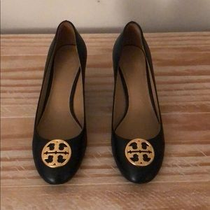 BARELY WORN Tory Burch Chelsea Wedge